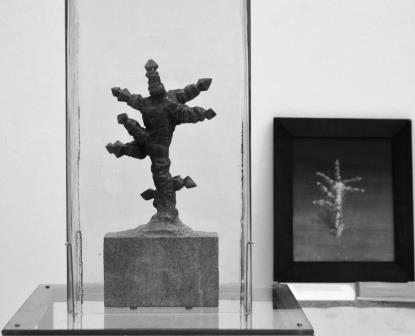 Holdnövény, olaj, fa, 2003 Holdnövény, gránit, 2012-13